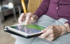 Un guide pour aider les seniors à maîtriser internet